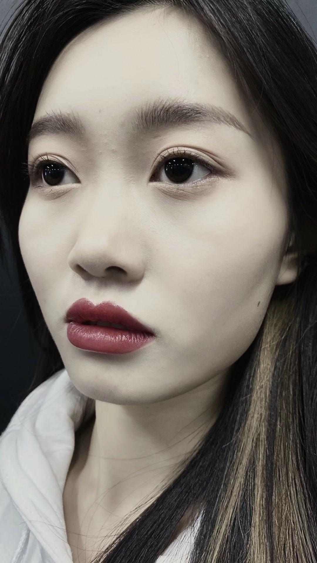 通过在鲍豪斯学校学习化妆。我感受到学化妆易学不易精